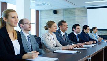 Veelgestelde insolventie- / ondernemingsrechtelijke vragen in verband met de coronacrisisMensen Op Rij Aan Grote Tafel